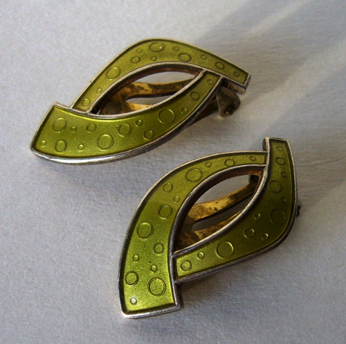 Holt green enamel clips