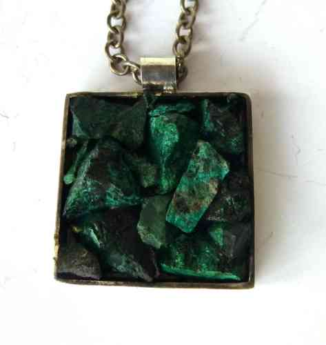 Wiggers square pendant with malachite chips