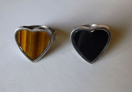 Matti Hyvarinen Sterling silver heart ring,  tiger eye or onyx, adjustable size