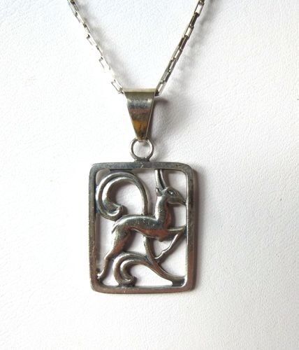 Hugo Grün small silver deer pendant  + chain