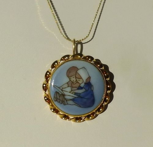 Bing & Grøndahl porcelain pendant/ brooch with children reading