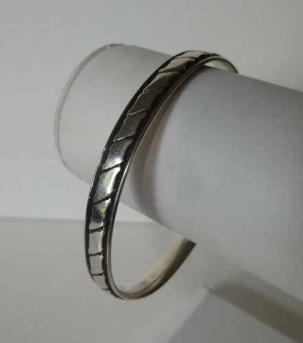Hans Hansen Sterling silver patterned bangle 201