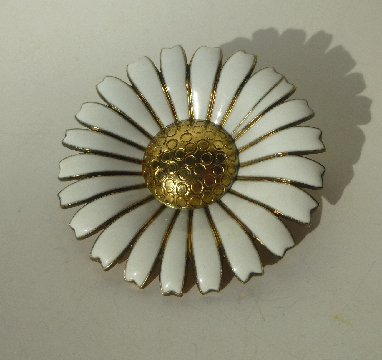 0216_AM_large_daisy_brooch