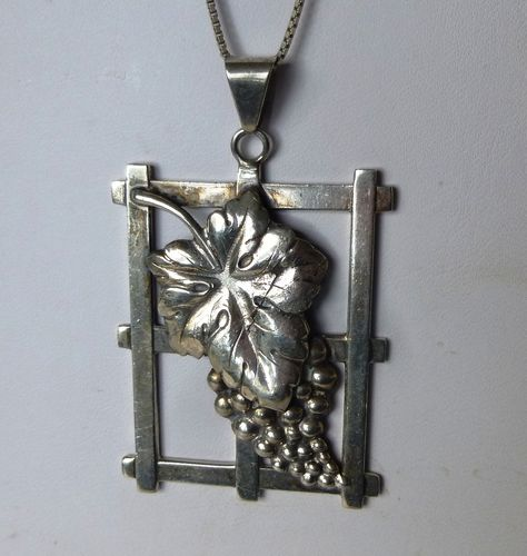 Chr. Veilskov silver vine leaf and grapes pendant + chain
